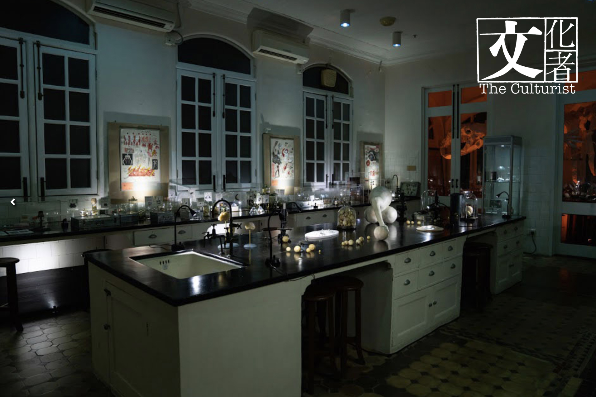 009-實驗室擺放了許多創作團隊為今次展覽所準備的展品